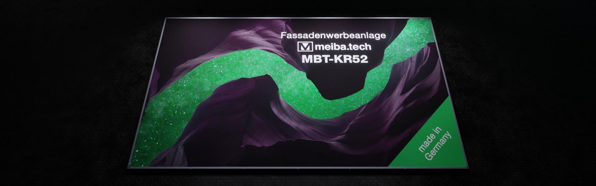 Werbeanlage MBT-KR52 für langfristige Bannerwerbung an Fassaden, untere Ansicht beleuchtet